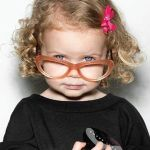 メガネの色で印象が変わる!自分の顔に合うメガネの色は何色?のサムネイル画像