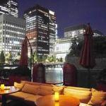オトナ女子ならテラス飲み。外で飲める東京のバーをご紹介!のサムネイル画像