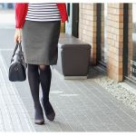 万能カラー!グレーのタイトスカートで作る大人女子の足美人コーデのサムネイル画像