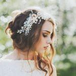 花嫁さん必見!全方位キレイが叶う、ハーフアップのウェディングヘアのサムネイル画像