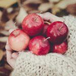 林檎の中からとろりとクリームが♡真っ赤なごほうびアップルパイは見た目も味もスペシャル!のサムネイル画像