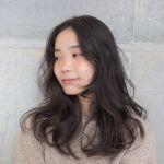 【黒髪】セミロングさんのための大人かわいいパーマスタイル20選!のサムネイル画像