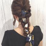 頭に巻くだけ!グッと可愛くなるスカーフの巻き方とコーデ特集!のサムネイル画像