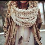秋冬のファッションが垢抜ける!レディース向けスヌードの巻き方のサムネイル画像