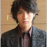 俳優、賀来賢人の人気沸騰!!プロフィールを紹介しちゃいます。のサムネイル画像