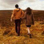 デートでも家でも…手を繋ぐことの効果や幸せを教えます!のサムネイル画像