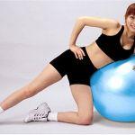 続けることで簡単に痩せられる!バランスボールダイエットのやり方のサムネイル画像