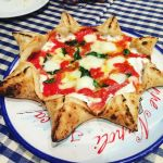 【私の知ってるピザじゃない!?】みんなをアッと驚かせる♡《進化系ピザ》10選のサムネイル画像