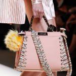 【シンプルコーデに映える!】今年のバッグは《ストラップ》で遊びゴコロをON♡のサムネイル画像