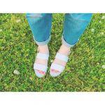ラフなデニムスタイルに似合う《サンダル&バッグ》小物で夏コーデ♡のサムネイル画像