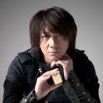 バンドでもソロでも活躍を続けるアーティスト、吉井和哉の髪型まとめのサムネイル画像