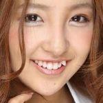 八重歯がかわいかった板野友美、実は八重歯コンプレックスだった!?のサムネイル画像