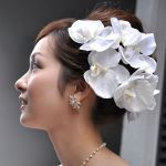 【画像あり】誰よりも美しく!結婚式で使いたい花嫁の髪飾り集のサムネイル画像