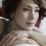 大人の女すぎる!安田成美の魅力あふれるピュア髪型のまとめのサムネイル画像