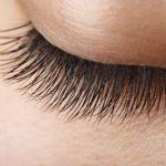 劇的に目の印象が変わる!つけまつげを綺麗に付けるコツで差をつけるのサムネイル画像