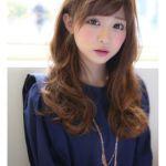 【ゆるふわパーマでモテ髪に!】女性に人気のセミロングヘアスタイルのサムネイル画像