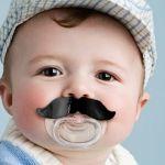 賛否両論の赤ちゃんのおしゃぶり!おしゃぶりは使っていいの?のサムネイル画像