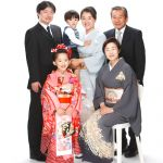 【七五三】自然な笑顔で撮影したい!家族写真のバリエーション5選のサムネイル画像