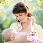 【授乳】今のままで大丈夫?赤ちゃんの月齢に合わせた授乳方法のサムネイル画像