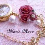 ブレスレットタイプの腕時計で、洋服に合わせて腕時計もコーディネートのサムネイル画像