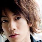 【画像一杯】俳優、佐藤健の髪型がカッコいい!~パーマ編~のサムネイル画像