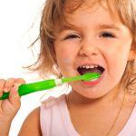 電動歯ブラシは子供が使っても大丈夫? 歯科医の見解まとめ のサムネイル画像