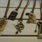 紐のネックレスかなりおしゃれ!作ってみたい!ネックレスの作り方のサムネイル画像