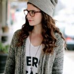 ニット帽にメガネを合わせてオシャレ度UP♪おすすめコーデ集のサムネイル画像