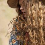 靴下でパーマのような巻き髪を作れる!?簡単なソックスカールとは?のサムネイル画像