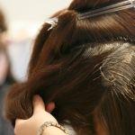 美容院のヘアカラーが市販より落ちにくい!ヘアカラーに違いはある?のサムネイル画像