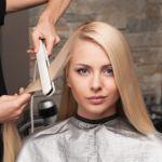 ヘアアイロンで髪が痛まないコツは?正しいヘアアイロンの使い方のサムネイル画像