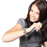 ヘアアイロンで髪が痛むのが心配…ヘアアイロンの正しい使い方とは?のサムネイル画像
