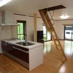 住宅の屋根裏を利用するには、はしごで昇降することになります!のサムネイル画像