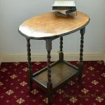 アンティークのサイドテーブルでお部屋を素敵に演出しませんか?のサムネイル画像