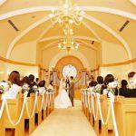 結婚式で新郎が着るタキシード☆何色のタキシードがおすすめ?のサムネイル画像