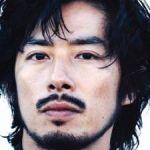 大人の魅力で長く活躍を続けている、俳優・真田広之さんの身長って?のサムネイル画像
