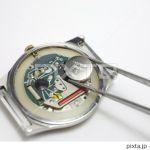 クォーツの腕時計。電池交換には、専門工具が必要になります!のサムネイル画像