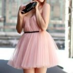 【結婚式の披露宴でも女性の服装は?】お友達に差をつけたい!のサムネイル画像