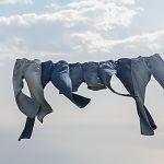 かさばるジーンズは、ハンガーを使って上手に収納しましょう!のサムネイル画像