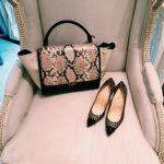 「クリスチャン ルブタン」新作バッグを発売 女性と子どもを支援!のサムネイル画像