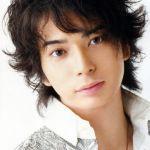 瞳の強さかっこよさは健在!松本潤の今までの髪型(ショート~ロング)のサムネイル画像