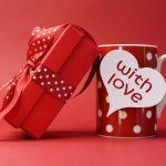 <彼氏から彼女へ>女性に喜ばれる記念日のプレゼントアイデアまとめのサムネイル画像