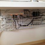 テレビやパソコン周辺のケーブル、すっきりまとめる方法は?のサムネイル画像