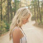 【ヘアカタログ】有名人の様々な長さウェーブの金髪パーマスタイルのサムネイル画像
