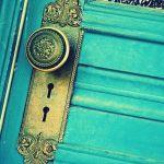 アンティークのドアノブでおうちの扉を開けるのがワクワクに♡のサムネイル画像