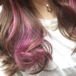 個性的に妖艶に メッシュの紫でいつもとは違う自分になりましょうのサムネイル画像