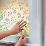 部屋の印象が変わる!簡単に窓に貼れる、おしゃれな目隠しシートのサムネイル画像