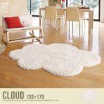 可愛いカーペットがあれば、お部屋も自分もかわいくなれるかも!?のサムネイル画像