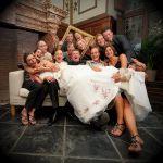 結婚式に持っていくハンカチは気を付けて!結婚式のハンカチマナーのサムネイル画像