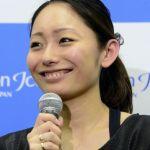 フィギュアってスポーツなのに安藤美姫、背中出し過ぎじゃねぇ?のサムネイル画像